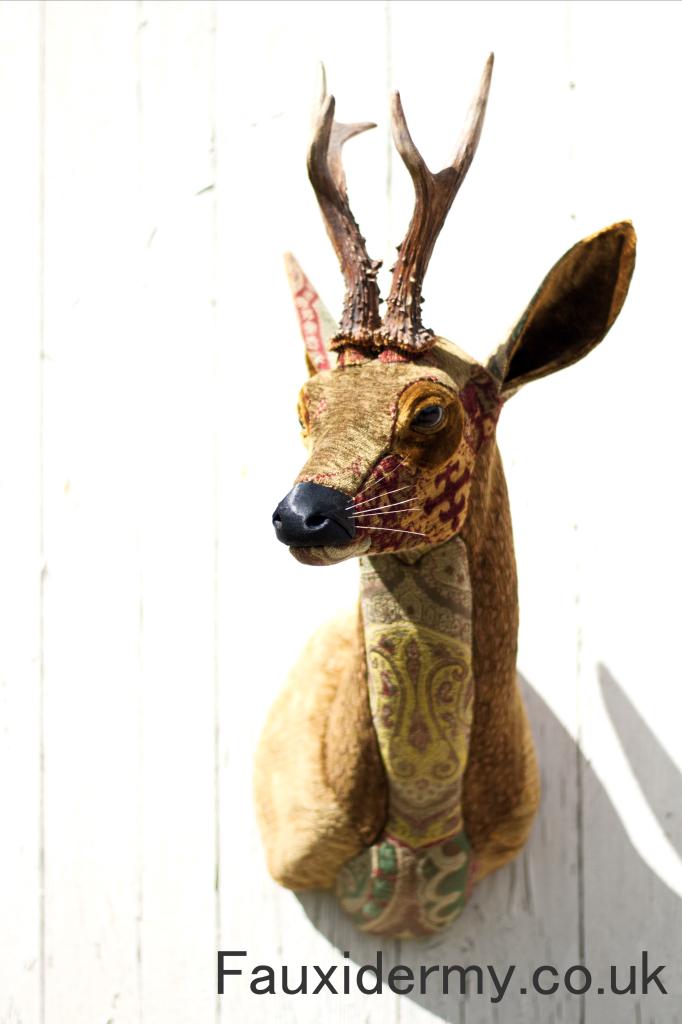 roe-deer-fauxidermy-taxidermy-textile-fabric-trophy-head